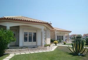 villa-194671_640