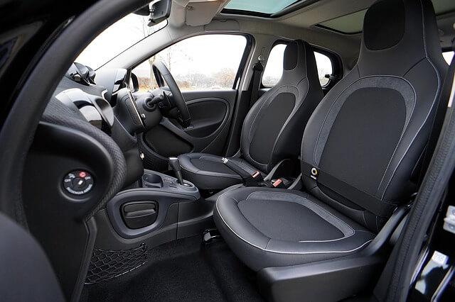Stappenplan voor het reinigen en ontsmetten van je auto interieur