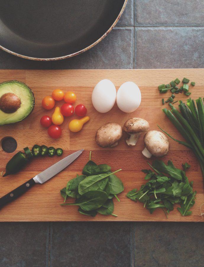Zelf koken of uit eten gaan? Dit zijn de voor- en nadelen!