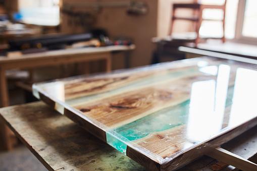 Drie prachtige soorten epoxy tafels