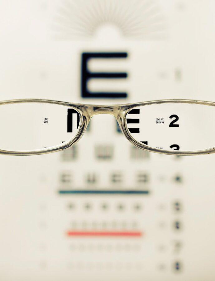 Voorkomen beslagen brillenglazen bij het dragen van een mondkapje